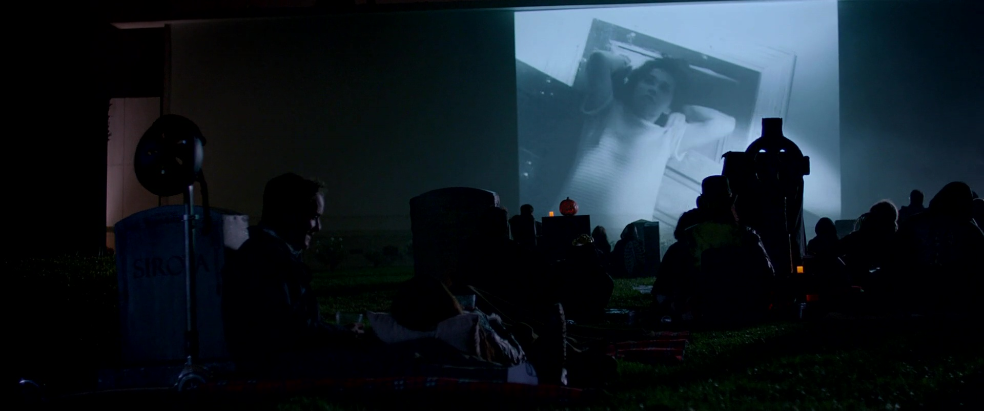 Burying the Ex film still 32